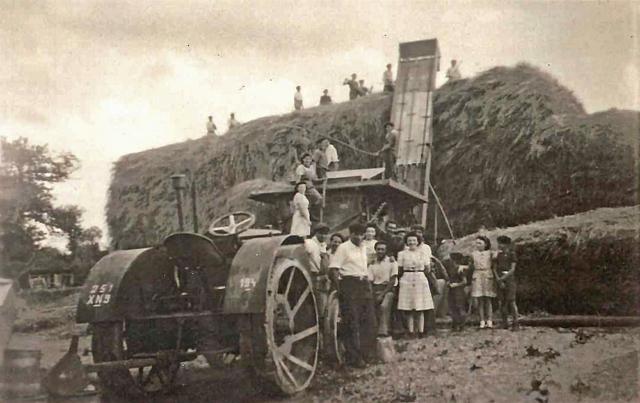 Battages à la Barrière - La Chapelle Bertrand - 1941
